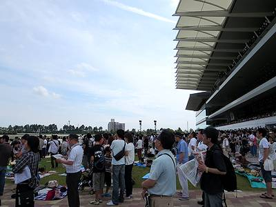 中京競馬場の馬場前
