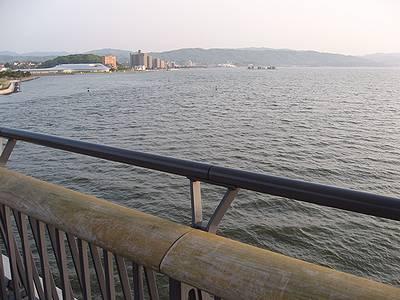 宍道湖大橋を渡る