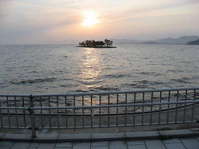 宍道湖夕日スポットから嫁ヶ島と夕日を望む