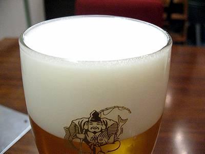 細かな泡のヱビスビール
