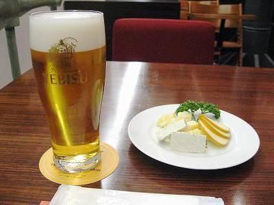 ヱビスビールとチーズ盛合せ
