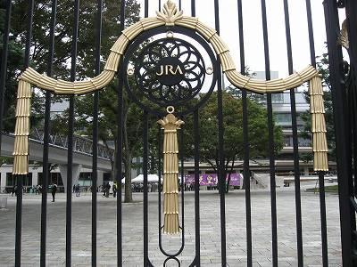東京競馬場の正門