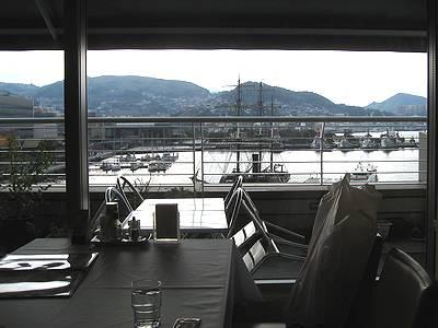 サクラハウス店内より長崎港を望む