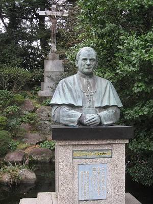 ヨハネ・パウロ2世の銅像