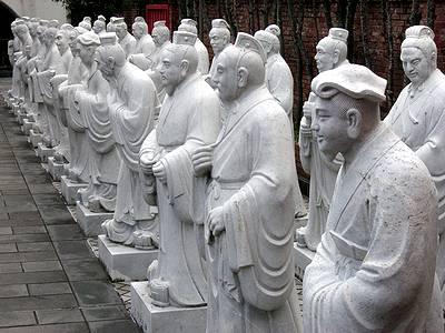 孔子の弟子たちの石像