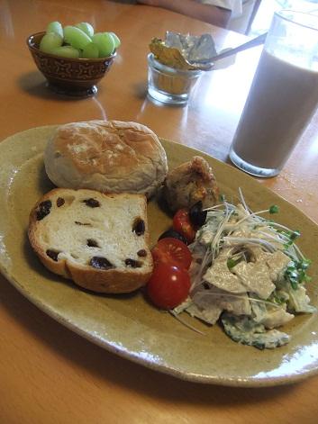 ゴーヤ蓮根ささみの胡麻マヨサラダの朝食