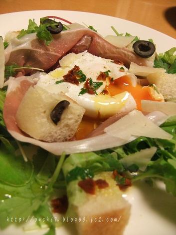 パルマハムとポーチドエッグのサラダ2