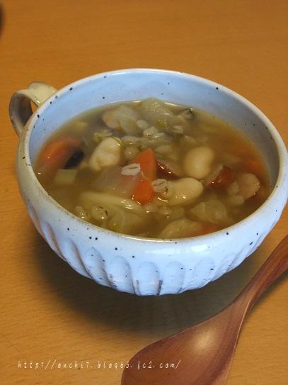 白いんげん豆と押し麦の野菜スープ