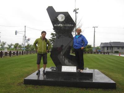 ドタバタさんと森田さんも碑の前で記念撮影