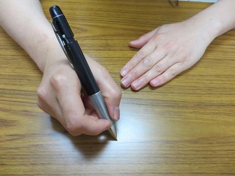 ペン両手ー2