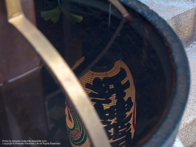 水に映る提灯(太田姫稲荷神社) [A] SS1/20 F5.6 ISO200