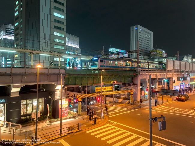 秋葉原駅と京浜東北線の電車 [A] SS1/10 F3.2 ISO400