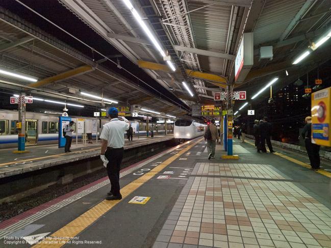 特急はるか(281系)(西九条駅にて)