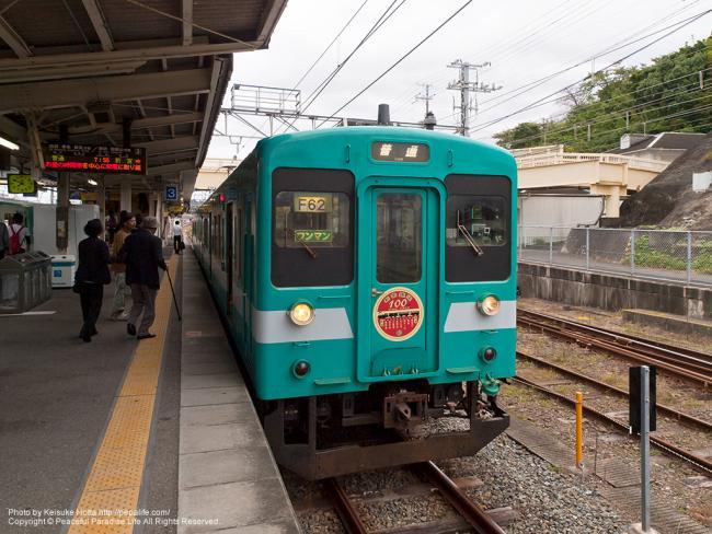 紀勢本線新宮行き(105系新宮鉄道100周年ヘッドマーク付)