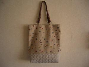 革持ち手のバッグ