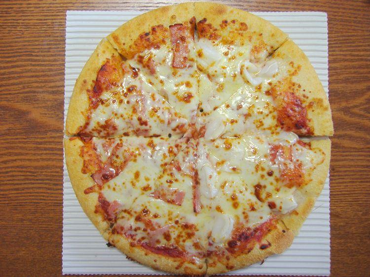 ピザハットのイカとベーコンをトッピングしたピザ