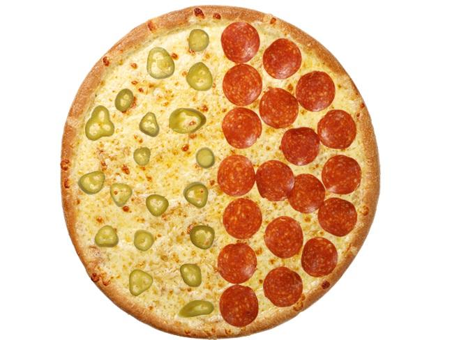 プレーンピザにトッピング