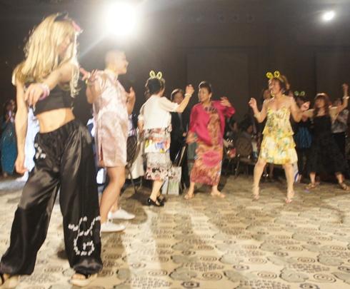 4)みんなでダンス!