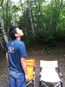 12南乗鞍キャンプ最後の空を見上げる