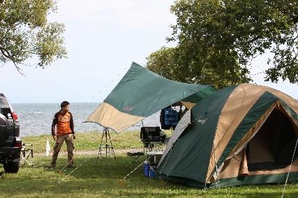 12.10琵琶湖畔キャンプ2テント後ろから