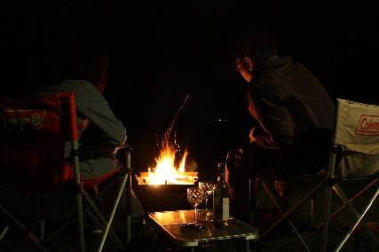 12.10琵琶湖畔キャンプ焚き火とテーブル