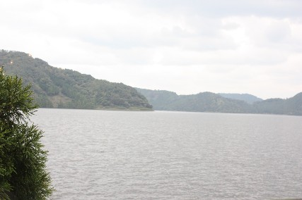 レストハウス湖畔からの水月湖