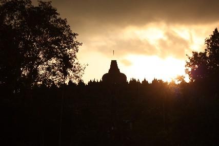 夕日のボルブドゥール