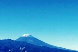 初冠雪の頃の富士山