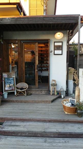 妙本寺境内の店
