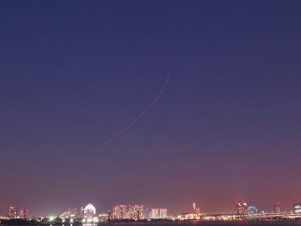 P1121206木星そしてヘリの航跡 - コピーa