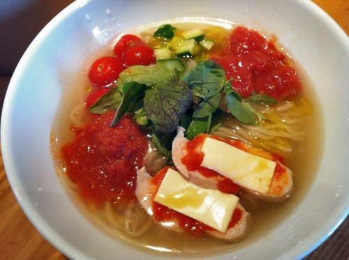 煮干しとトマトの冷やしそば(¥750)