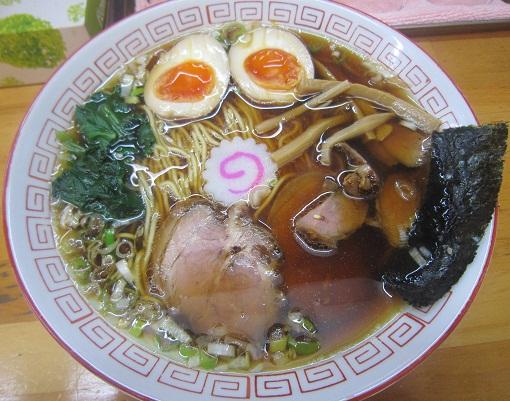 王道の醤油ラーメン・玉子入り(¥800)