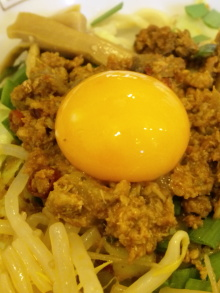 ソラトブ ドンブリ in 愛知-卵黄と肉味噌