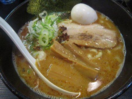 ソラトブ ドンブリ in 愛知-赤の麺(¥750)+半熟煮玉子(¥100)