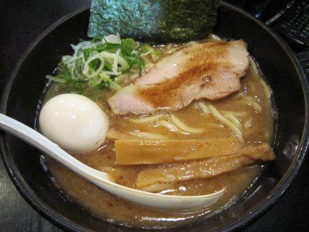 ソラトブ ドンブリ in 愛知-赤の麺(¥750)+半熟味付玉子