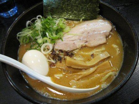 ソラトブ ドンブリ in 愛知-白の麺(¥700)+半熟味付玉子
