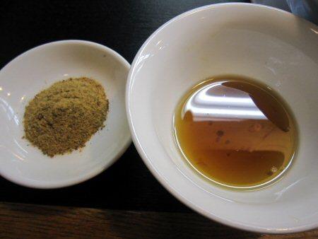 ソラトブ ドンブリ in 愛知-魚粉+煮干し油