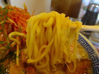 べんけい 辛子味噌ラーメンコッテリ 麺