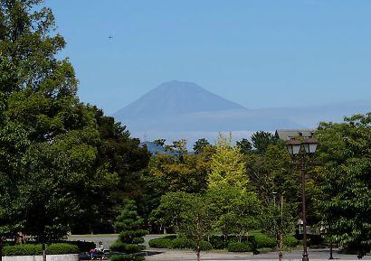 公園から秋の富士山