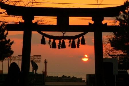 久礼八幡宮境内からの日の出写真