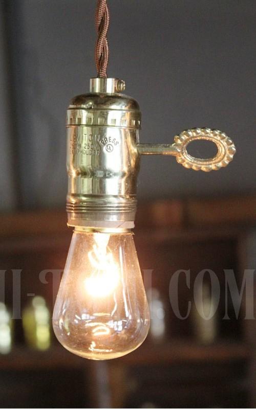 LEVITON社鍵付き真鍮製ターン式ソケットペンダントライトUSED/アンティーク照明ランプ工業系/店舗 設計 ショップ 建築 デザイン 照明 計画 ライト ランプ リノベーション リフォーム インテリア