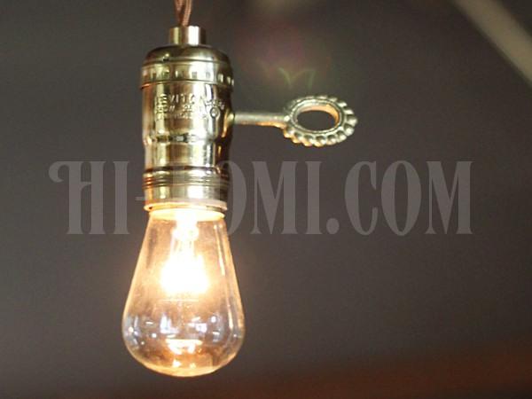LEVITON社鍵付き真鍮製ターン式ソケットペンダントライトUSED/アンティーク照明ランプ工業系/店舗 設計 ショップ 建築 デザイン 照明 計画 ライト ランプ