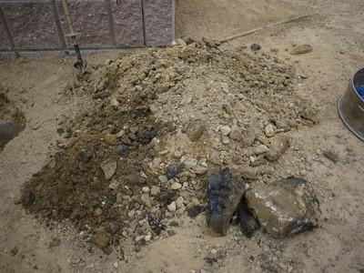 アーチ付近の穴から出た石20121014