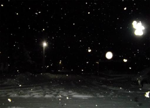 s-544-12月7日雪の降る町を