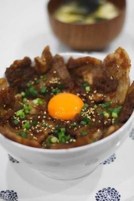 豚バラ肉のスタミナ丼
