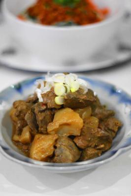 鶏レバーとこんにゃくのピリ辛味噌煮込み