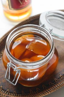 柿とスパイスの自家製フルーツブランデー