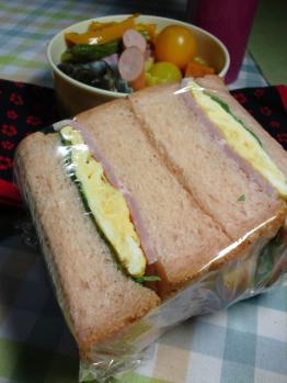 20130903桃色山食サンド弁当