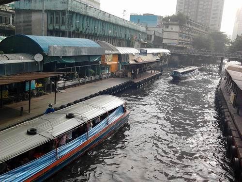 2012115街中の運河