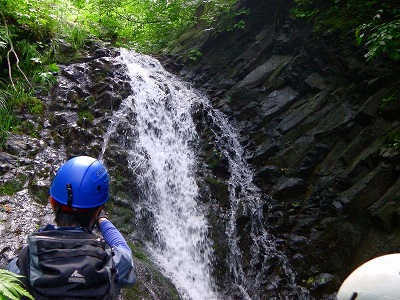 944・08:20ちょっと大きな滝 (1)